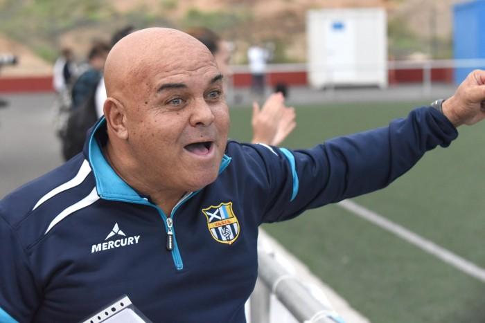 El entrenador grancanario y su cuerpo técnico están llevando a cabo una gran labor en el club sureño /S.M.