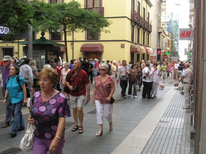 Turistas en las calles de Santa Cruz de Tenerife. | EP