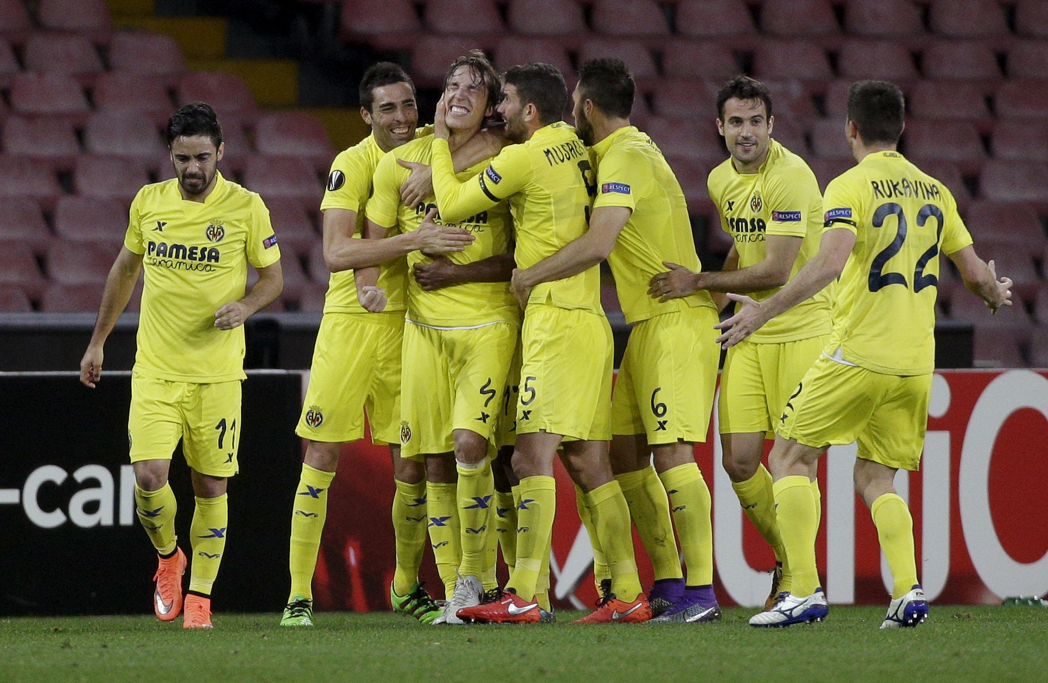 Los jugadores del Villarreal celebran el gol de Pina ante el Nápoles. /ep