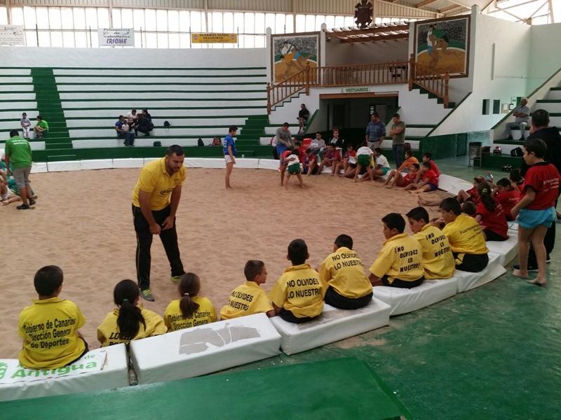 Foto lucha escuelas fuerteventura