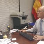 Teófilo González, en su despacho de la Dirección General de Transparencia y Participación Ciudadana del Gobierno de Canarias. | DA