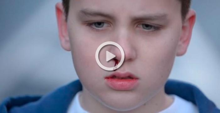El vídeo viral de un adolescente que muestra los dolorosos efectos del ciberbullying