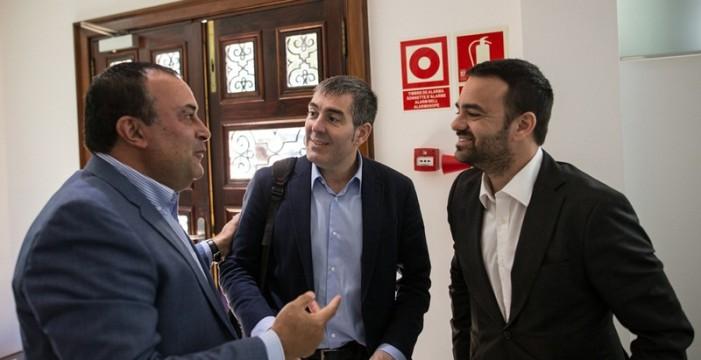 Casi un tercio de los alcaldes da plantón a Clavijo y no firma el plan del IGTE