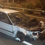 a pesar de los daños en el coche, sus tres ocupantes sufrieron heridas leves. | PL