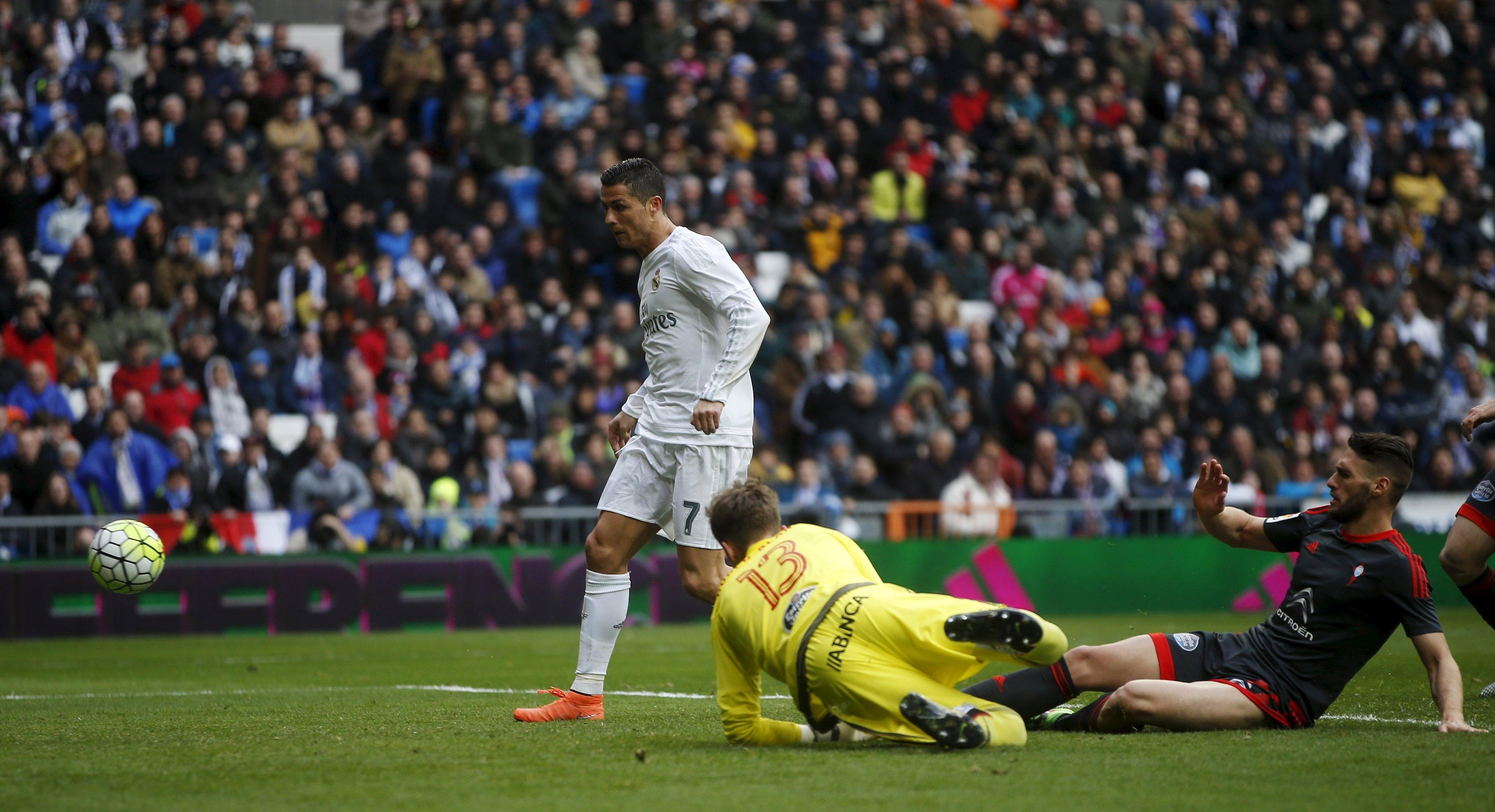 Cristiano sigue batiendo récords goleadores en la Liga BBVA. /REUTERS