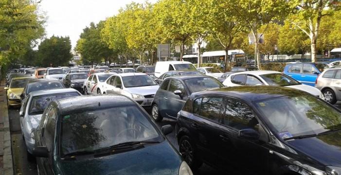 La DGT podría valorar un permiso de conducir restringido que no exija aparcar en el examen práctico