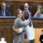 Pablo Iglesias y Xavier Domenech se besan en el Congreso