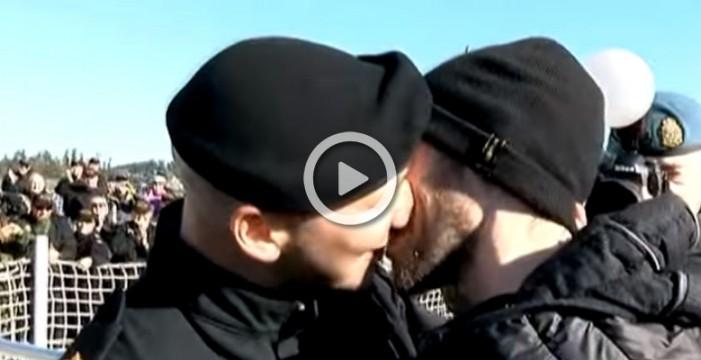 El encuentro de un militar con su pareja da la vuelta al mundo