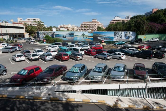 Las nuevas plazas de aparcamiento fueron inauguradas con motivo de la campaña navideña. / Fran Pallero